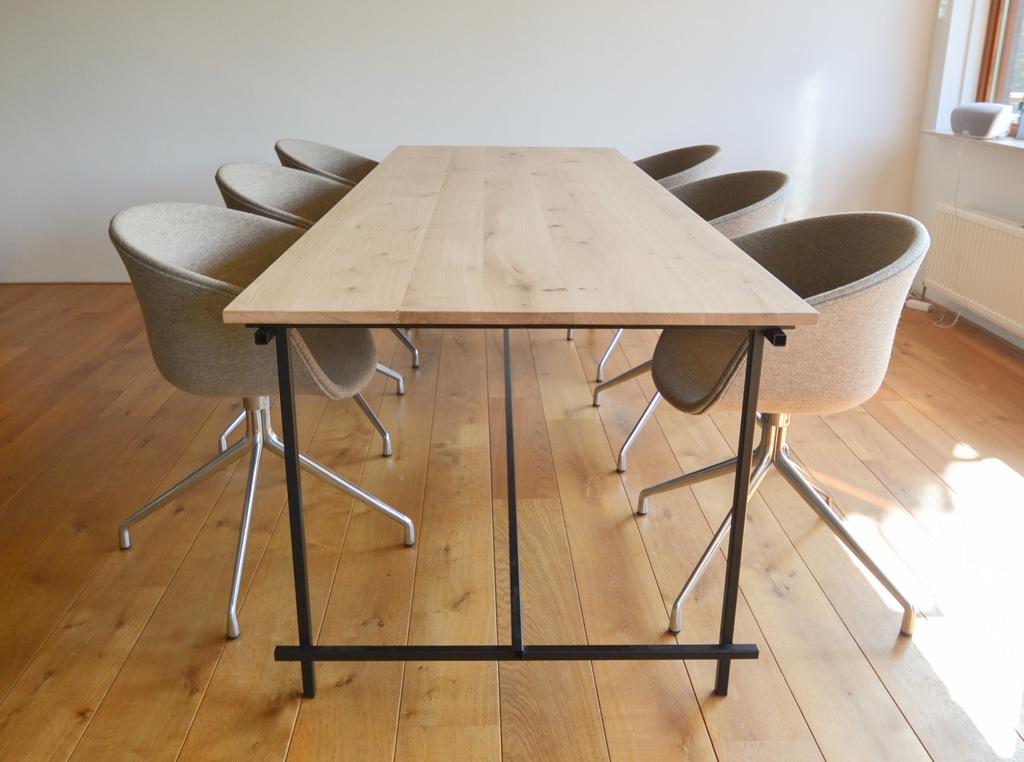 eiken-tafel-zwart-stalen-frame-03