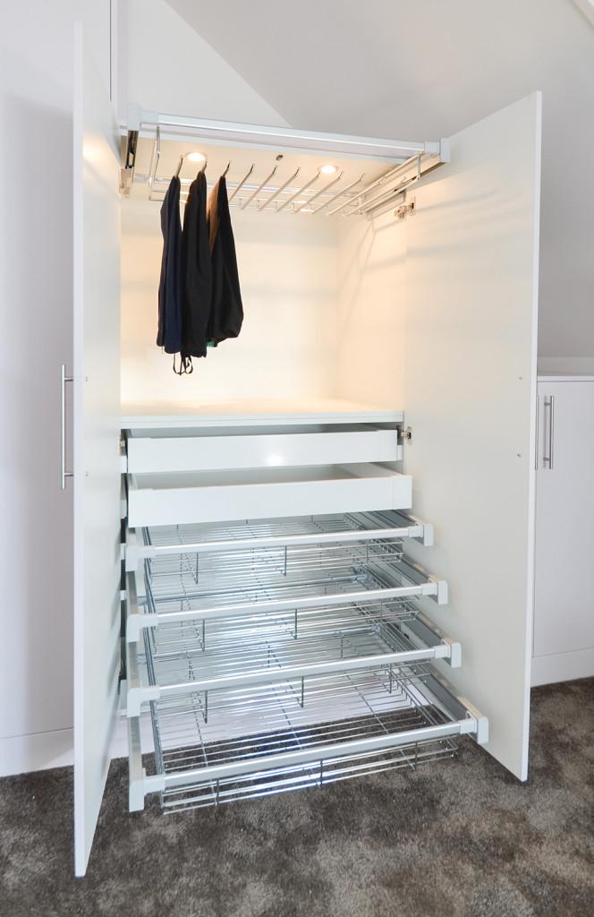 garderobekast-interieur-verlichting-broeken-rek-lades