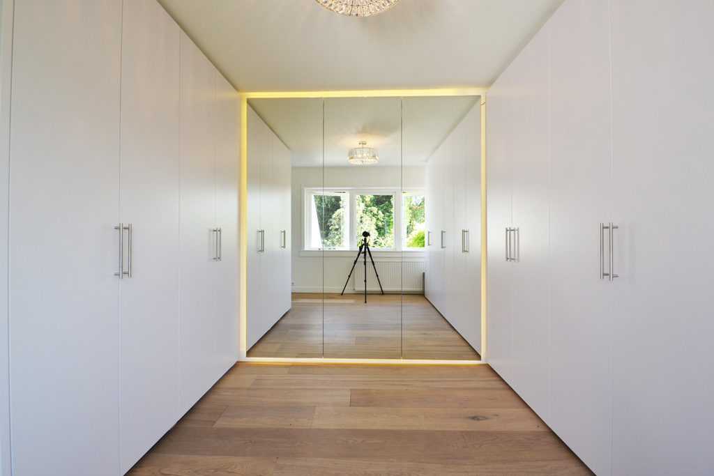 garderobekast met grote spiegel en LED licht