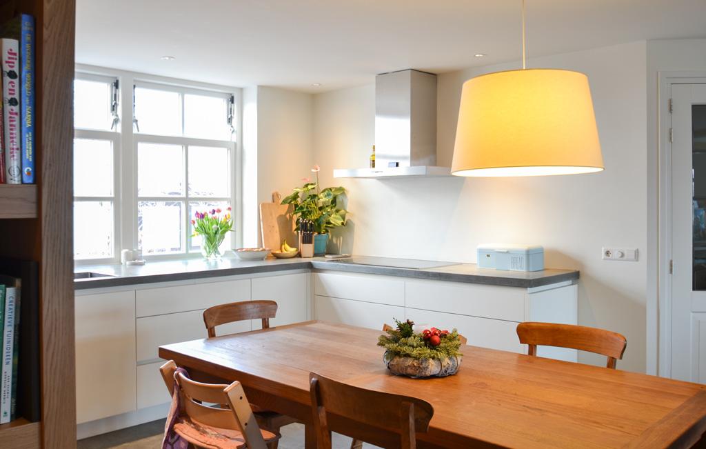 keuken-betonnen-blad-kast-eiken
