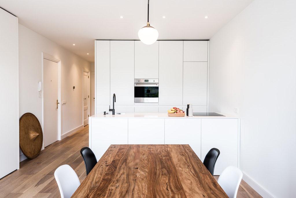 witte keuken met wit composiet werkblad